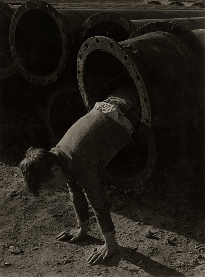 Eliot Elisofon, Even sewer pipe makes a playground, from Playgrounds for Manhattan 1937, Vintage gelatin silver print