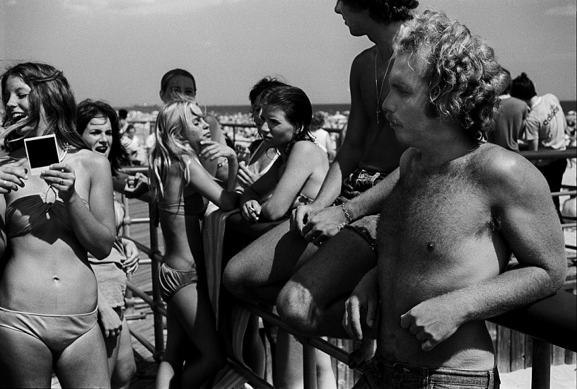Joseph Szabo, Photo in Hand, Jones Beach 1976, Vintage gelatin silver print