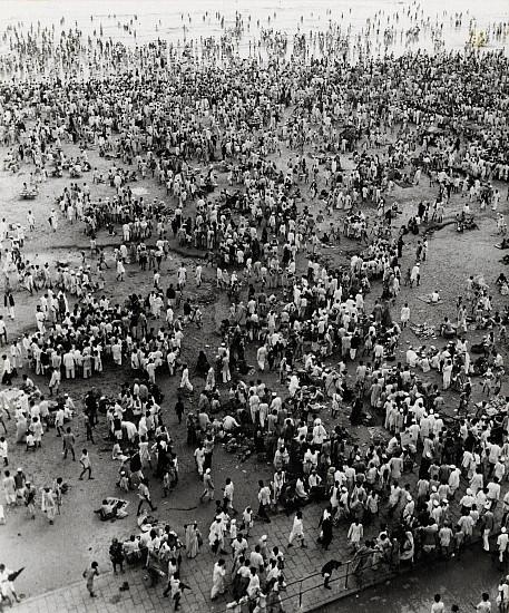 Ferenc Berko, Chowpatty Beach, Bombay 1945, Early gelatin silver print
