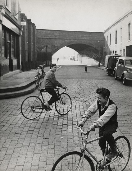 Roger Mayne, Battersea 1957, Vintage gelatin silver print
